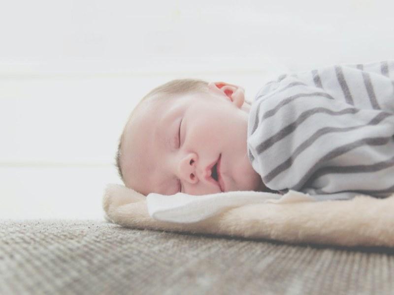 come-abituare-bambino-dormire-da-solo
